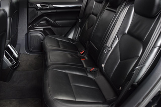 Porsche Cayenne 958.1 Diesel (Turbo 3.0) 180kW-version, 2013 - Primary interior photo