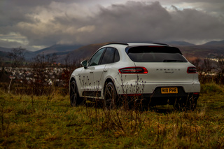 Porsche Macan 95B.1 Diesel S (Turbo 3.0) 190kW-version, 2017 - Primary exterior photo