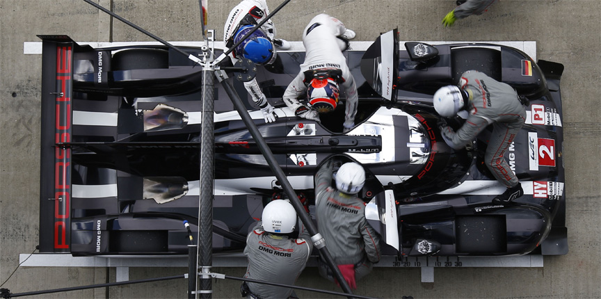 2016 Porsche 919 hybrid top view, in the pits, driver change, cleaning, fuelling