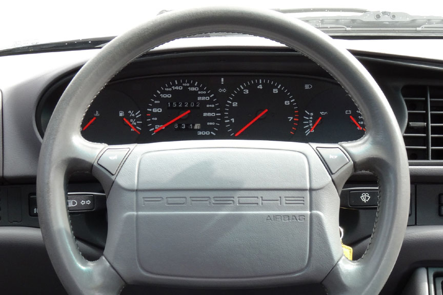 Porsche 968 airbag steering wheel, 300 km/h speedometer