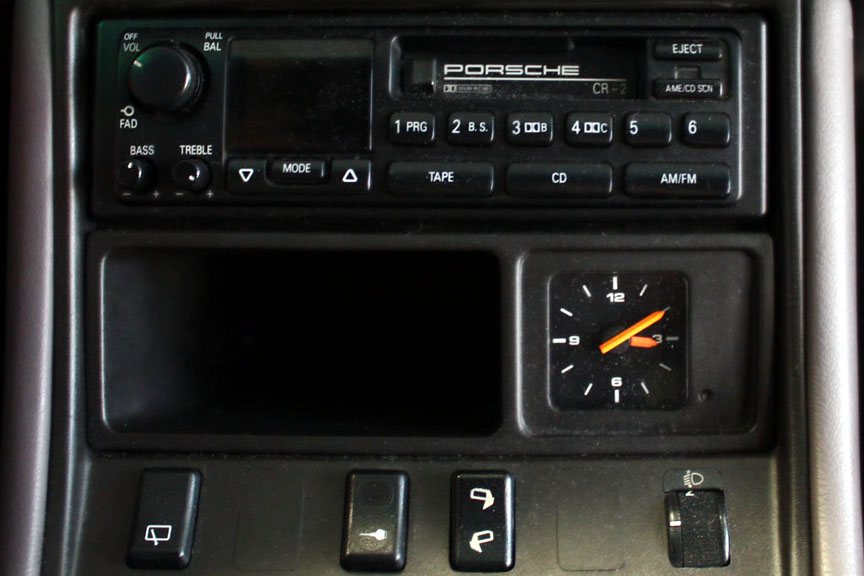 Porsche CR-2 radio in 968