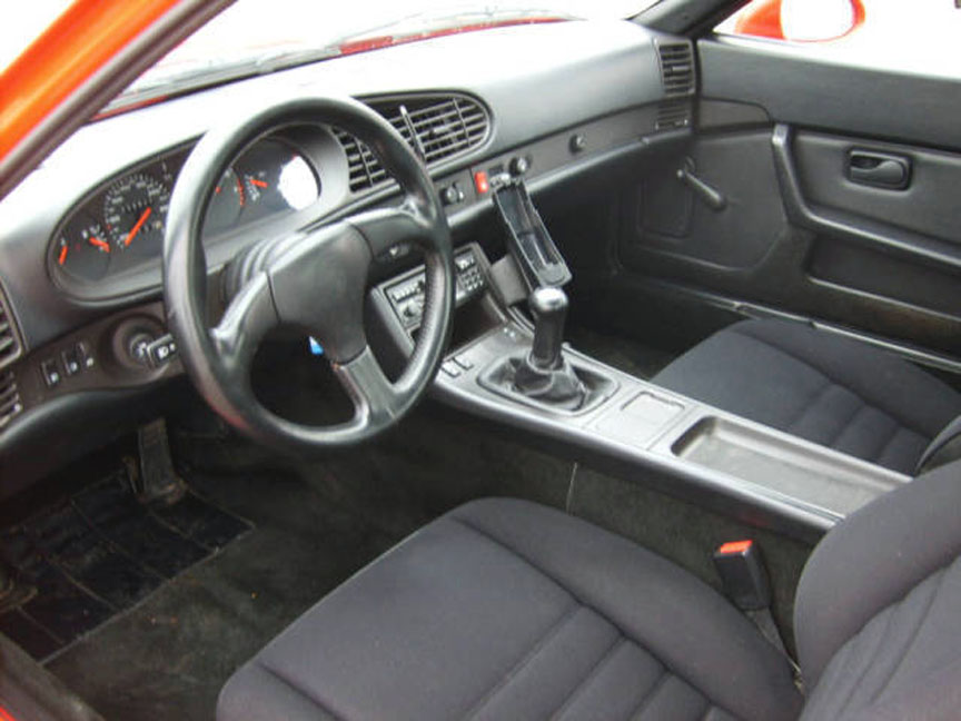 Porsche 968 CS interior with basic seats