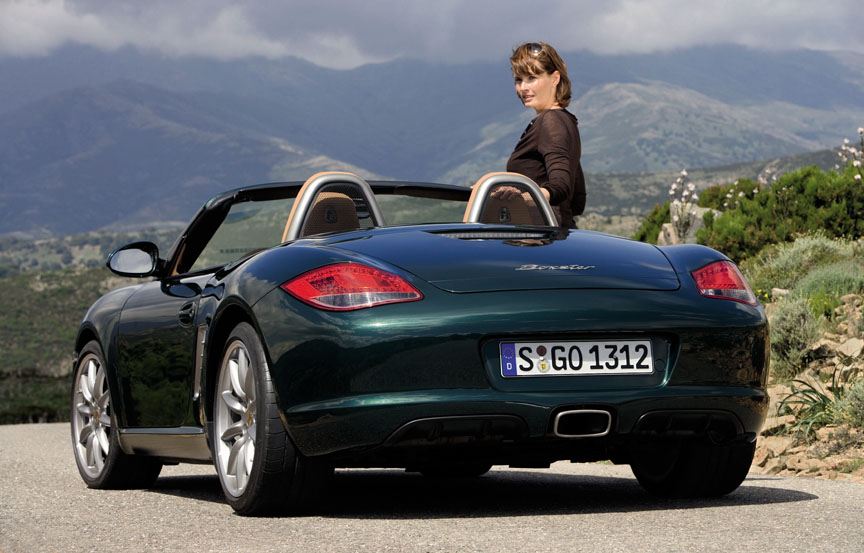 A lady with the Porsche Boxster 987.2