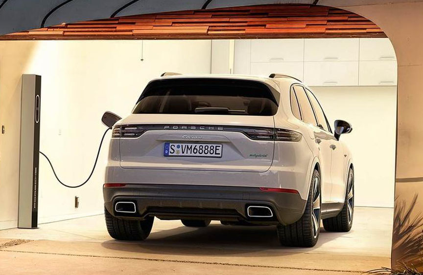 2018/2019 Porsche Cayenne E-hybrid charging in garage