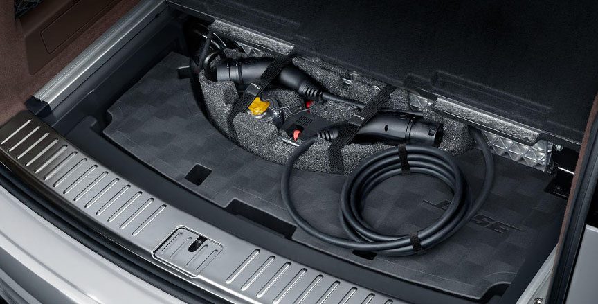 2018/2019 Porsche Cayenne E-hybrid charging cable in trunk