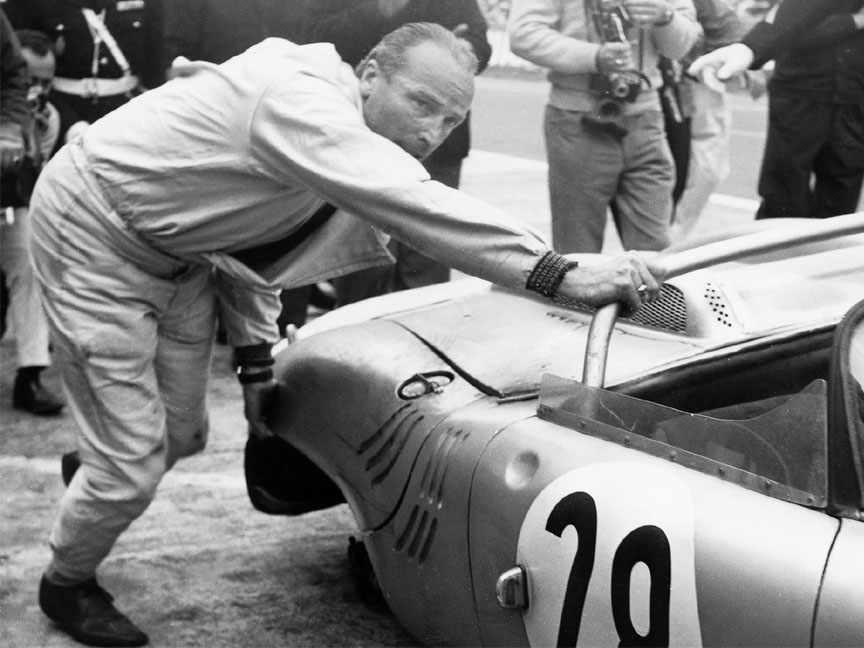 1963 Le Mans 24 h, Edgar Barth pushing the 718-047 W-RS without a rear wheel