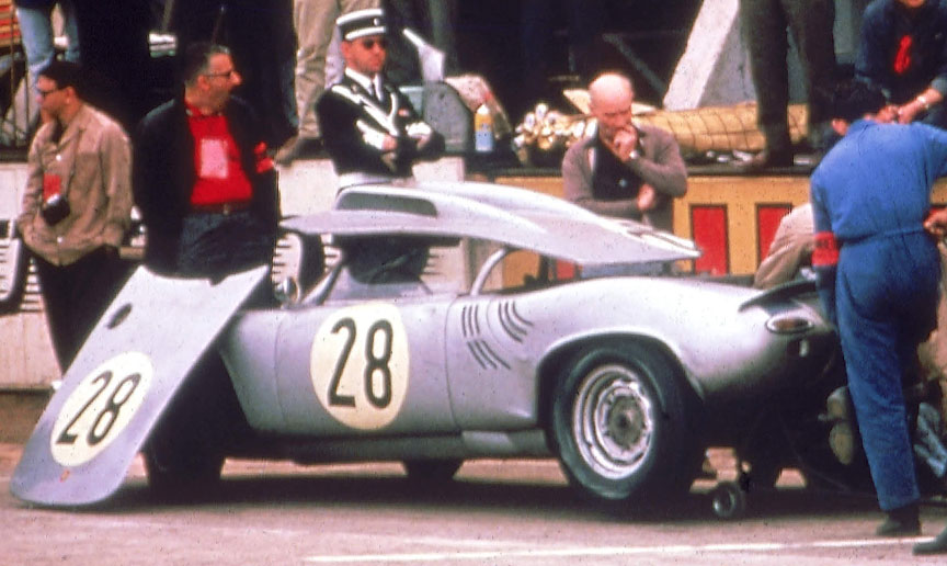 1963 Le Mans 24 h, Porsche 718-047 W-RS Spyder #28 in the pits