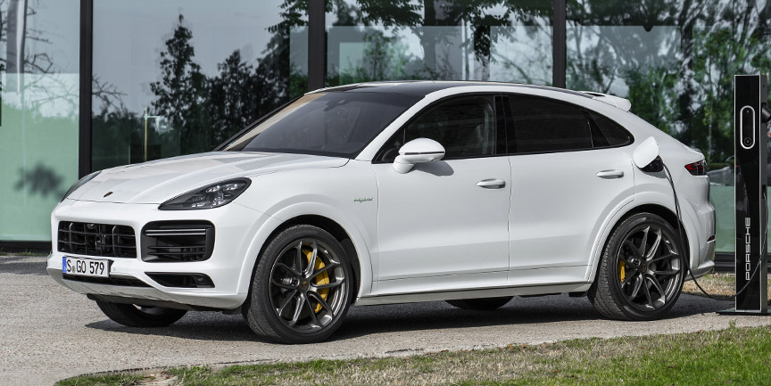2020 Cayenne Turbo S E-Hybrid Coupé charging