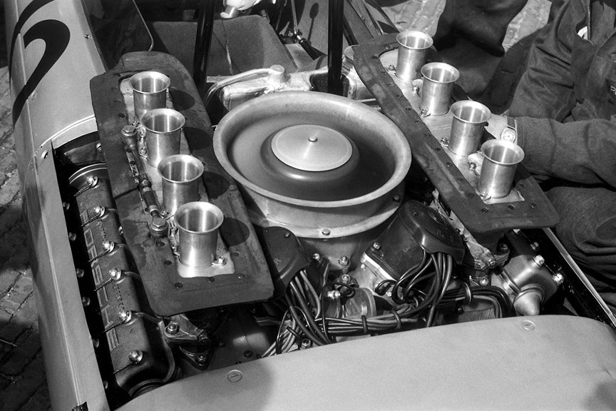Porsche 804 F1 flat engine with 8 cylinders