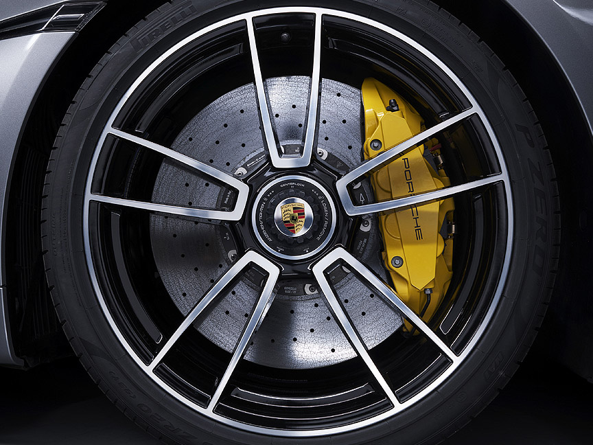 Porsche 911 992 Turbo S wheel and PCCB ceramic brake