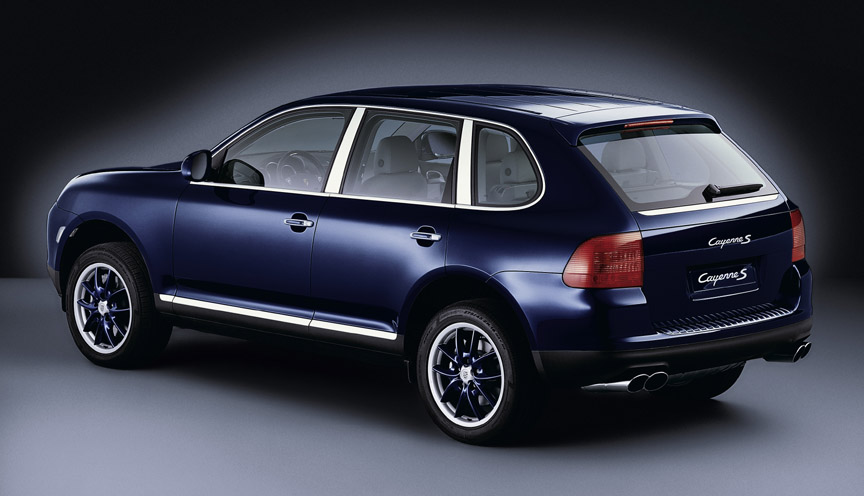 Dark blue metallic Porsche Cayenne 955 with wheels painted in body color