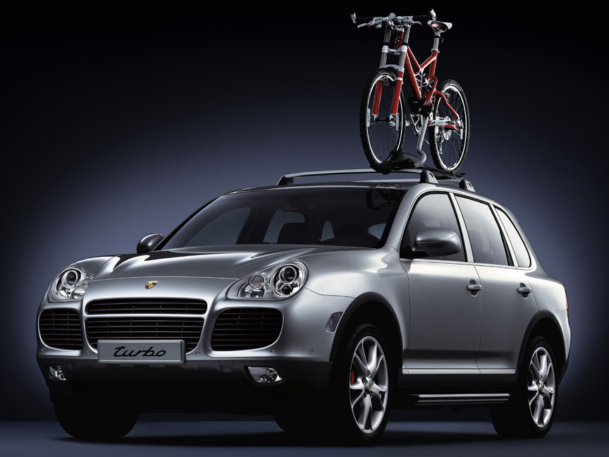 Porsche Cayenne 955 with roof rack and bicycle holder