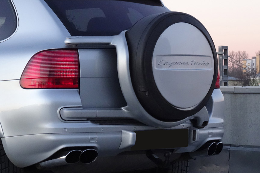 Porsche Cayenne 955 Turbo with full size spare wheel mounted on rear end