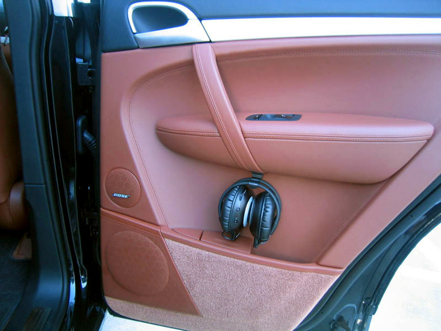 Earphones of the Porsche Cayenne 957 rear seat entertainment system