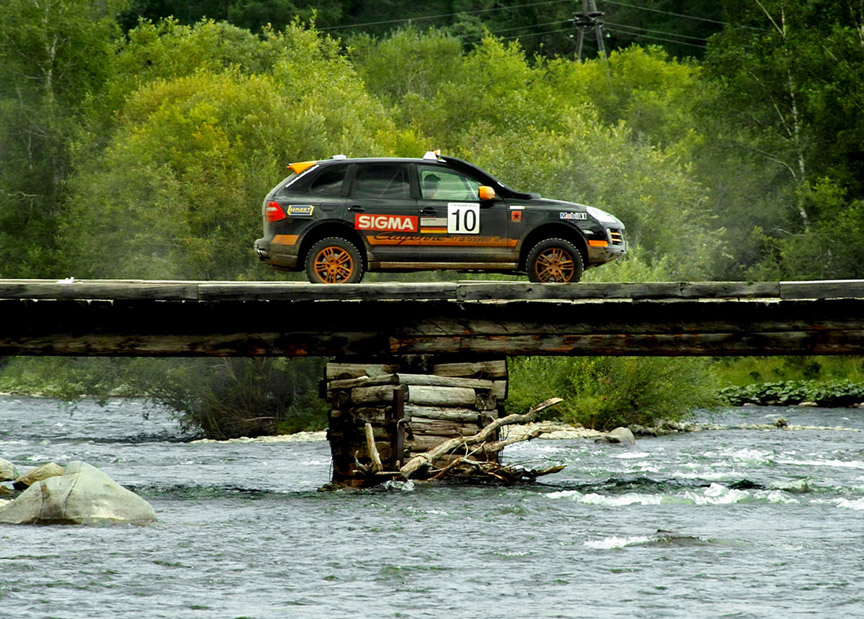 2007 Trasnssyberia rally, Armin Schwartz in the  Porsche Cayenne crossing a wooden bridge