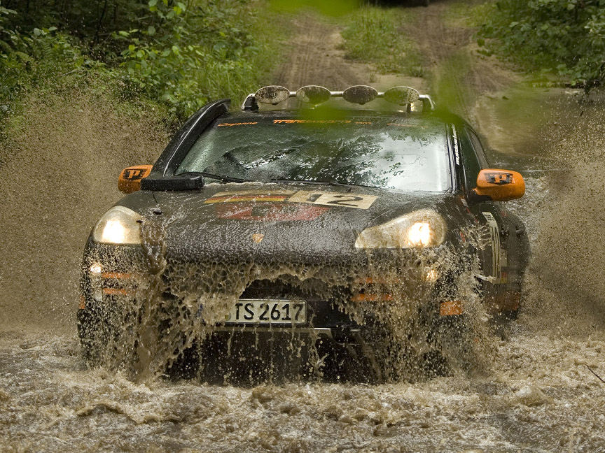 2007 Trasnssyberia rally Porsche Cayenne in the river