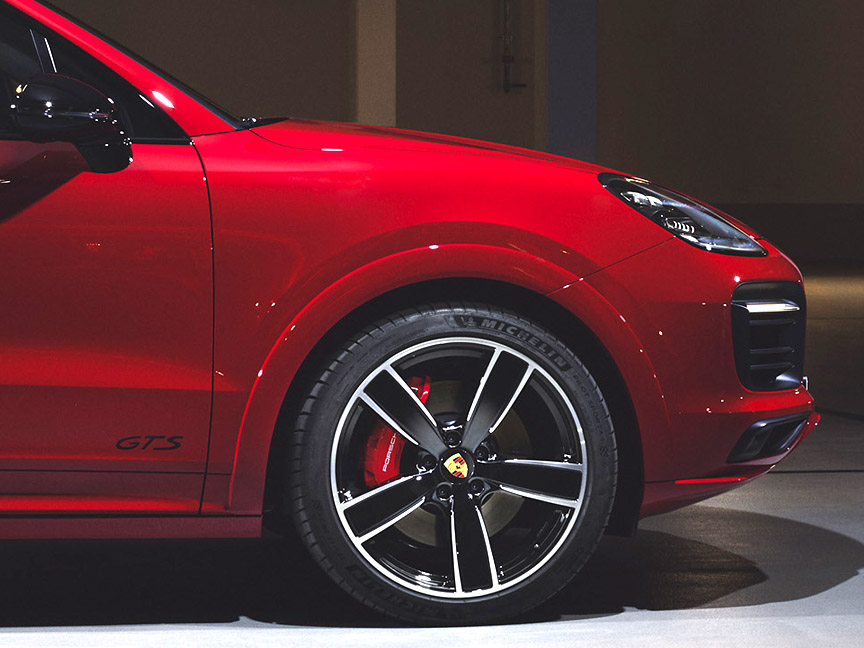 Porsche Cayenne GTS 4.0 wheel and red front brake calliper