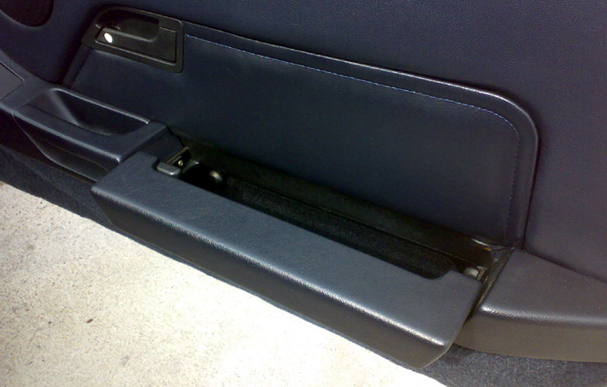 Porsche 928 door pocket open