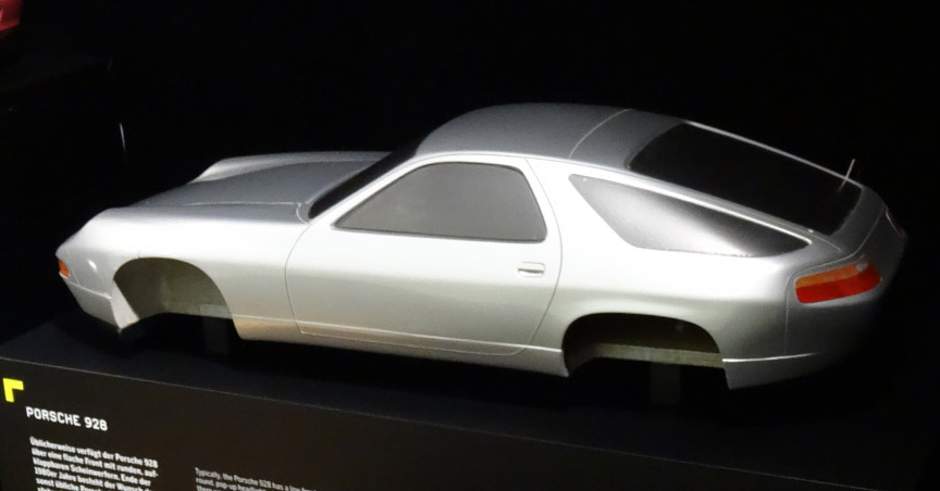 Porsche 928 scale model with different front fenders