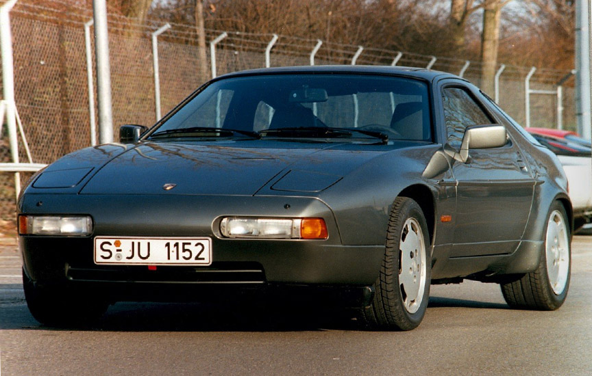 Porsche 928 with Exclusive hidden headlights