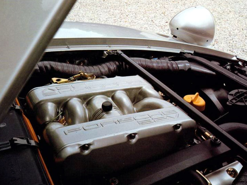 Porsche 928 GTS engine room