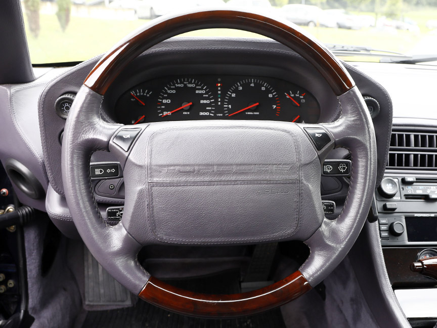 Porsche 928 GTS Exclusive wooden steering wheel